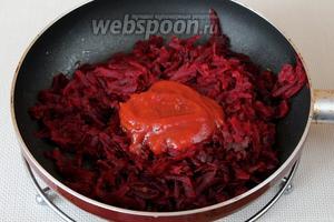 Припускаем на сковороде с добавлением масла и томатного соуса.
