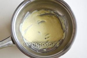 Для лимонного ганаша растопите на водяной бане белый шоколад.