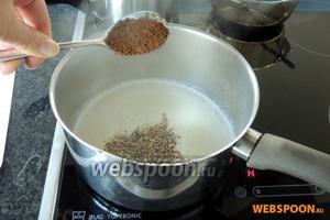 Крем: закипятим молоко с коричневым сахаром и кофе.