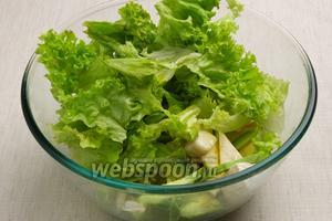 Добавить салат с основным продуктам.