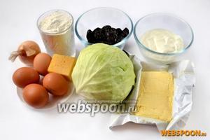 Для приготовления киша нам понадобится мука, сливочное масло, яйца, капуста, лук, чернослив, сметана, сыр, соль, специи.