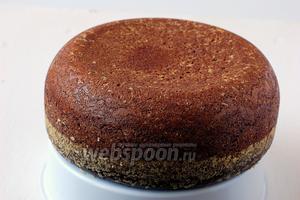 Бисквит очень легко выходит из формы. Получается очень высокий, влажный, нежный шоколадный бисквит!
