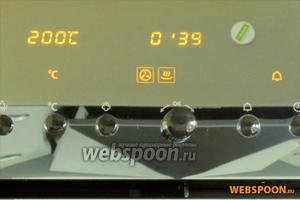 Ставим посуду на 2 полку снизу в холодный шкаф. Выставляем программу «влажный горячий воздух» на 200°С, 30 минут. Затем изменяем программу на «горячий воздух» 180°С на 15 минут.