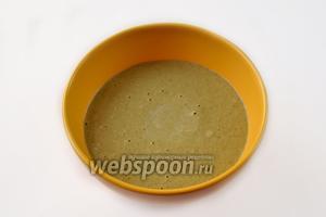 Переливаем массу в чашу или стакан для блендера, превращаем в однородный соус.