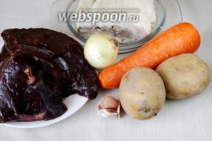 Для приготовления паштета возьмём печень говяжью, отварную жирную свинину или свиное сало (если берёте свежую свинину, то варить её вместе с остальными ингредиентами), лук, морковь, картофель, чеснок.