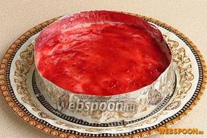 Застывшее суфле смазать тонким слоем джема для лучшего сцепления с верхним пластом.