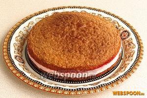 С торта снять формовочное кольцо.