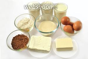 Для приготовления манника нам понадобятся следующие ингредиенты: кефир, манная крупа, мука, сахар, маргарин, яйца, какао, творог, кокосовая стружка, соль и сода.