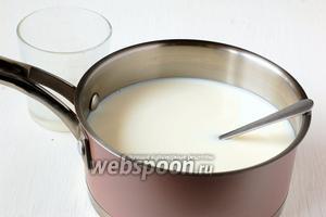 Вылить содержимое стакана в остальное молоко. Перемешать.