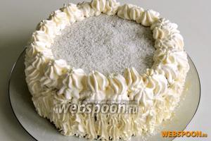 Сразу подаём на стол целым тортом или нарезаем на пирожные. Приятного аппетита!