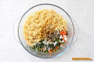 Добавляем имбирь, чёрный перец, корицу, соль по вкусу и вливаем оливковое масло.