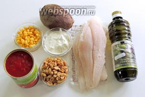 Подготовим ингредиенты: филе пангасиуса, варёная свёкла, кукуруза консервированная, арахис, сметана с травами, оливковое масло, соль, перец, помидоры кансервированные порезанные.