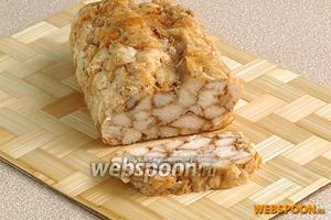 Хлебец нарезать ломтиками и подать с любимым соусом.