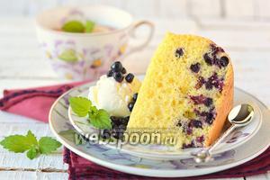 Бисквитный пирог с черникой в мультиварке