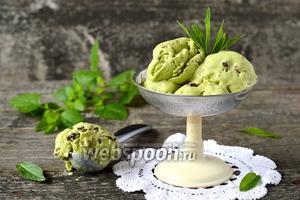 Мятное мороженое с кусочками шоколада