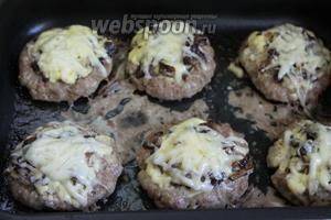 Когда сыр расплавится — блюдо готово. Подавать со свежими овощами или любым гарниром.