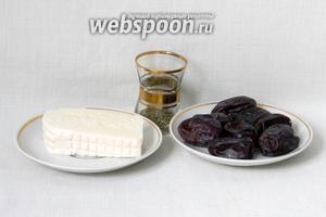 Для приготовления фаршированных фиников возьмём козий сыр, финики, тимьян, оливковое масло.