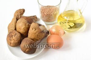 Для приготовления блюда нам понадобится гречка, лесные грибы, лук, яйцо, подсолнечное масло, хлопья, соль, перец.