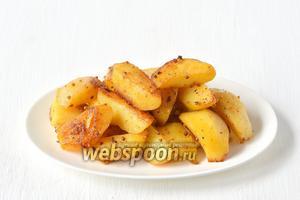 Подавать картофель горячим.
