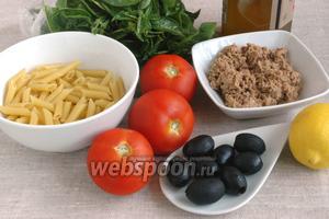 Подготовить макаронные изделия, помидоры, консервированный тунец, базилик, оливковое масло, маслины, лимон для сока.