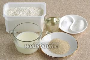Для приготовления теста для пирога нужно взять пшеничную муку высшего сорта, сухие дрожжи, молоко, сахар, соль и растительное масло.