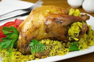 Курица фаршированная пряным рисом и шпинатом