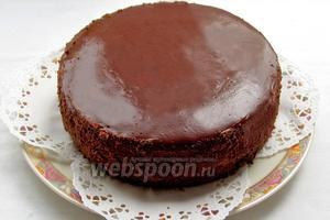 Утром освободить от формы. Бока торта украсить шоколадной крошкой. Я измельчила её в процессоре. Можно оставить и без украшения. Приятного чаепития.