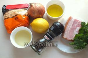 Для приготовления нам понадобятся следующие ингредиенты: сухой колотый горох, копчёная свиная грудинка, репчатый лук, лимон, подсолнечное и оливковое масло, соль, перец и петрушка.