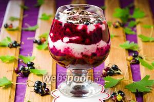 Ягодный десерт с творожной массой