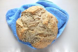 Готовый хлеб остудите на решётке или полотенце и подавайте. Такой хлеб особенно хорош в свежеиспеченном виде так, что не храните его долго. Содовый хлеб прекрасно сочетается с ирландским рагу, а так же маслом, джемом или сыром.