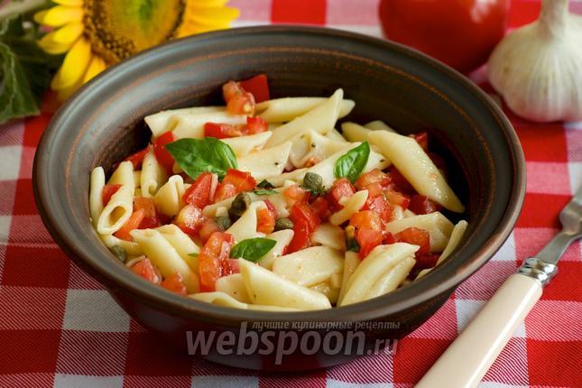 Фото Пенне с помидорами и каперсами