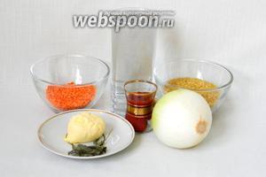 Для приготовления супа невесты возьмём воду, булгур, чечевицу красную, лук, томатную пасту, масло сливочное, сухую мяту, соль, перец, паприку по вкусу.