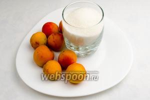Для приготовления джема нам понадобится сахар и абрикосы.