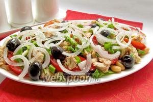 Салат с горбушей, фасолью и помидорами