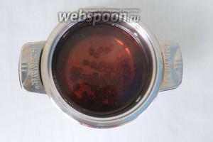 Косточки заливаем горячей водой и кипятим 5 минут.