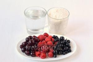 Для приготовления компота «Ассорти» нам понадобится сахар, вишня, смородина, малина, вода.