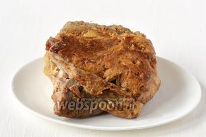 Вынуть мясо. Дать остыть в холодильнике 3-4 часа.