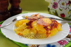 Картофель со сметаной, чесноком и сыром в мультиварке