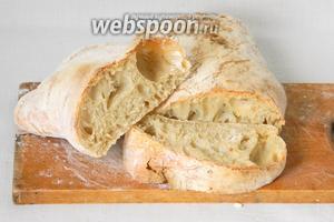Готовый хлеб охлаждаете 1,5 часа на решётке и затем разрезаете. Приятного аппетита!