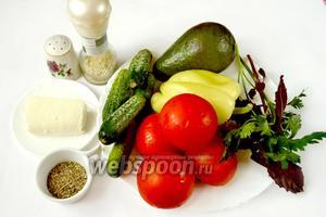 Для приготовления супа-смузи нам понадобятся помидоры, огурцы, авокадо, сладкий перец, брынза, петрушка, базилик, оливковое масло, орегано, соль и перец.