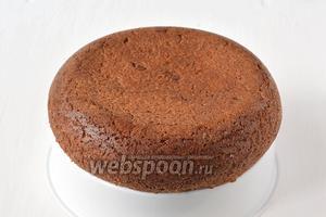 Вынуть пирог, перевернув чашу мультиварки на чашу для варки на пару.