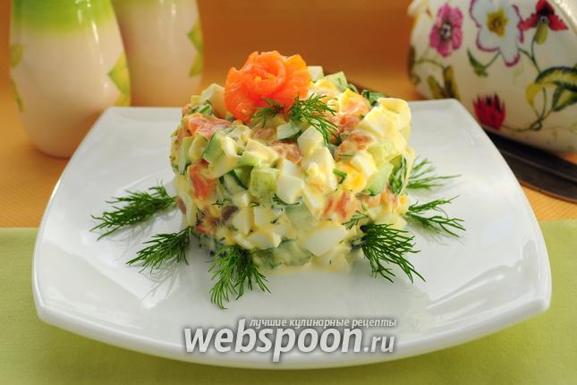 Фото Салат с сёмгой, яйцами и огурцами