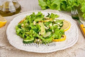 Салат с пророщенным машем и авокадо