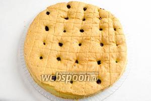Пирог разрезать на квадраты. Остывший пирог посыпать сахарной пудрой. Подавать к чаю.
