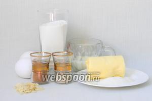 Для приготовления шоколадных бриошей возьмём муку, какао, соль, молоко, дрожжи, сахар, масло, яйца, воду, ванильный экстракт ванили, миндальные лепестки.