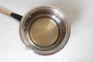 Пока готовятся бриоши, варим сироп из воды и сахара, добавляем несколько капель экстракта ванили.