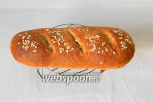 Хлеб оставляем на час-полтора остыть.