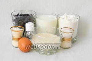Для приготовления пирожков на закваске возьмём хлебную закваску, молоко, муку, дрожжи, соль, сахар, яйца, воду, крупу манную, чернику.