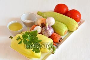 Для приготовления кабачковой икры на зиму нам понадобится кабачок, сладкий перец, помидоры, лук, чеснок, петрушка, морковь, соль, подсолнечное масло. Важно чтобы все овощи были свежие.