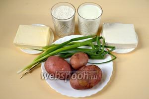 Для приготовления пирога нам понадобится: мука, кефир, маргарин, соль, сода, картофель, брынза, зелёный лук.